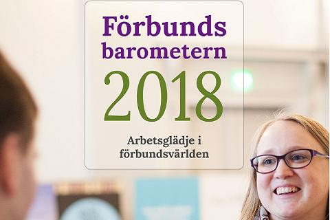 """Nainen hymyilee selin olevalle henkilölle. Kuvassa teksti """"Förbunds barometern 2018. Arbetsglädje in förbundsvärlden."""""""